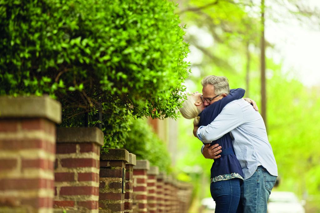 couple-hugging300dpi